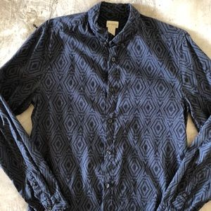 H&M blue tribal patterned button down M